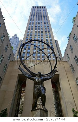 New York City - May 6, 2013: Atlas Statue In Rockefeller Center On Fifth Avenue In Manhattan, New Yo