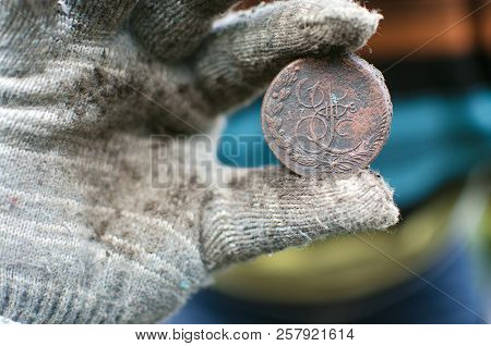 Aged 5 Kopeks Coin Of Russian Empire In The Hand Of Coin Finder. Treasure Hunting Concept. In Search