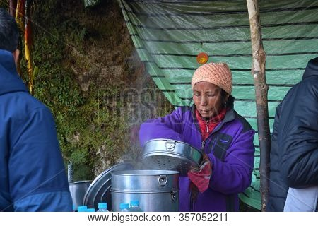 Darjeeling, India- December 27, 2019: A Street Vendor Selling Momo In A Roadside Stall. Momo Is A Po