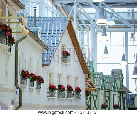 The Decoration Of The Center Is A Trade Center, A White House In The European Style With Red Flowers