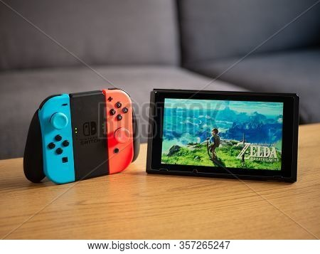 Uk, March 2020: Nintendo Switch The Legend Of Zelda Breath Of The Wild Game