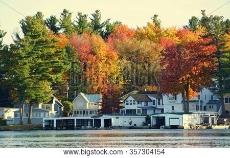 Wellesley Island, New York, U.s.a - October 19, 2019 - The View Of The Waterfront Homes Surrounded B