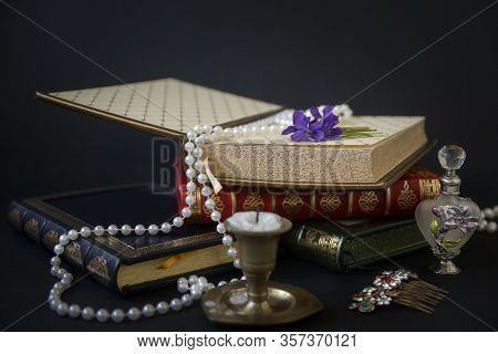 French Binding, Handmade Books, Case With Genuine Leather Embossed In Gold And Vintage Accessories.