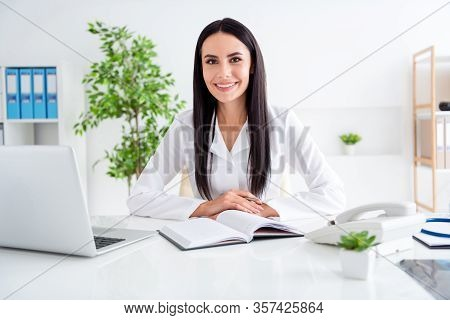Photo Of Beautiful Doc Lady Use Notebook Table Listen Interested Patient Friendly Smile Paper Planne