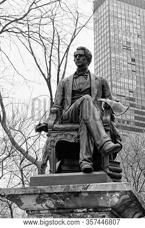 New York, Usa - January 17, 2018: Black And White Photo Of The William Henry Seward Sculpture Made B