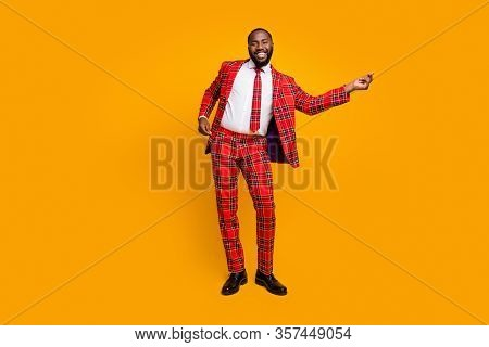 Full Length Photo Of Crazy Funky Dark Skin Guy Dancing Youth Moves Bachelor Men Stag Party Enjoy Mus