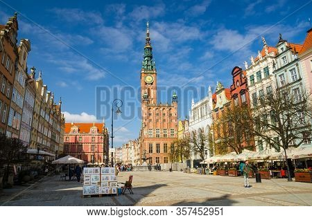 Gdansk, Poland, April 17, 2018: City Hall With Spire, Clock Tower And Facade Of Beautiful Typical Co