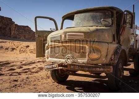 Wadi Rum, Jordan, March 2020: Old Rusty And Worn-out Broken Vintage Truck Standing In The Desert. Bu
