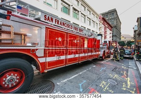 San Francisco, Usa - Sept 22, 2010: Fire Truck And Firemen Work On The Street Near The House Where T