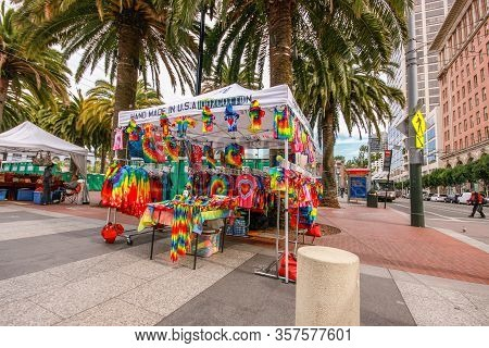 San Francisco, Ca, Us - Oct 2, 2011: Booth With An Awning For The Street Sale Of Light Cotton Clothi