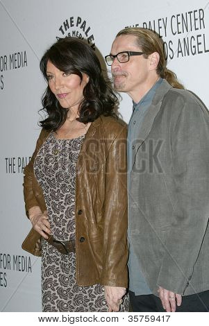 BEVERLY HILLS - MARCH 7: Katey Sagal and Kurt Sutter arrive at the 2012 Paleyfest