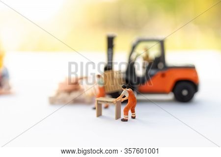 Miniature People : Worker Move Thing To Destination Place. Image Use For Logistic Concept, Shipment