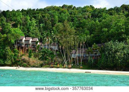 Sabah, My - June 20: Manukan Island Cottages On June 20, 2016 In Sabah, Malaysia. The Manukan Island