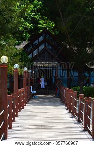 Sabah, My - June 20: Manukan Island Footbridge On June 20, 2016 In Sabah, Malaysia. The Manukan Isla