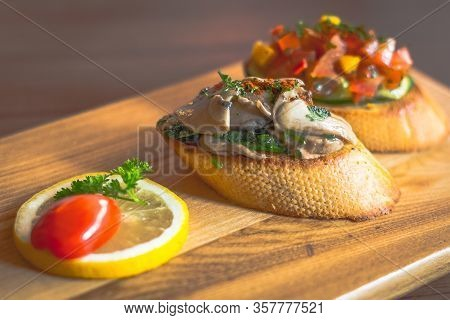 Weight Watchers Buschetta Toasted Bread With Tomato And Mushroom Topping