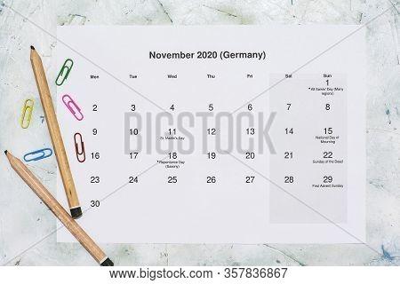 Monatskalender November 2020. Translation: Monthly November 2020 Calendar. Paper November Month Cale