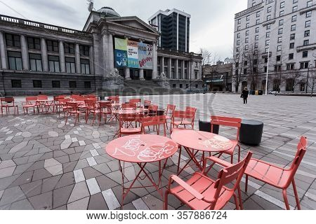 Downtown Vancouver, Bc, Canada - Mar 23, 2020: An Empty Plaza In Front Of The Vancouver Art Gallery