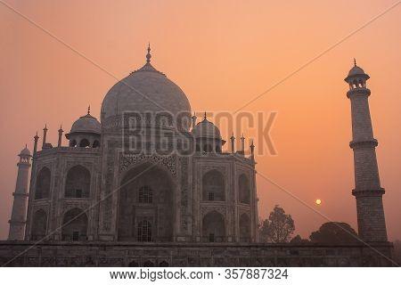 Taj Mahal At Sunrise, Agra, Uttar Pradesh, India. Taj Mahal Was Designated As A Unesco World Heritag