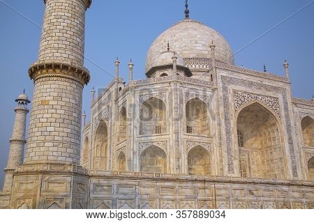 Close View Of Taj Mahal Against Blue Sky, Agra, Uttar Pradesh, India. It Was Commissioned In 1632 By