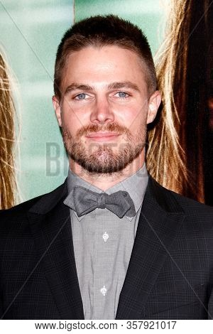 LOS ANGELES - OCT 6:  Stephen Amell 1110 at the