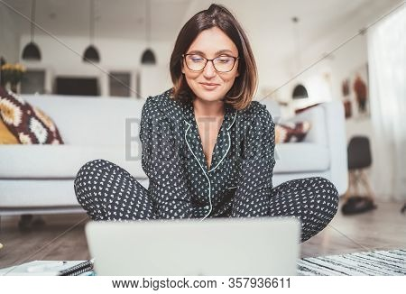 Smiling  Businesswoman Dressed Pajamas Typing Notebook Keyboard Chatting With Colleagues Sitting Cro