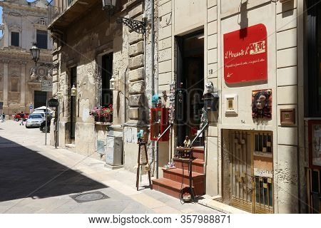 Lecce, Italy - June 1, 2017: Art Shop In Baroque City Of Lecce, Italy. With 50.7 Million Annual Visi