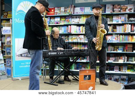 MOSCOW - NOV 13: Igor Bril, his sons Alexander and Dmitry saxophonists play music at presentation of book Brill FAMILY. Music around by V.Feiertag in Moscow House of Books, Nov 13, 2012 Moscow, Russia