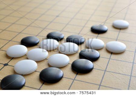 Go chess on checkboard