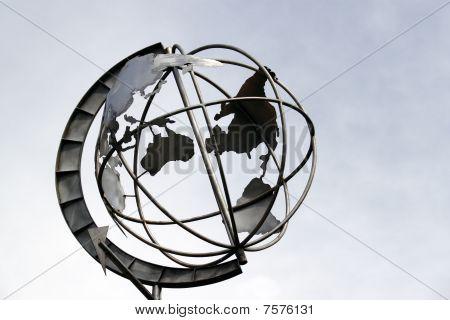 Skeleton globe
