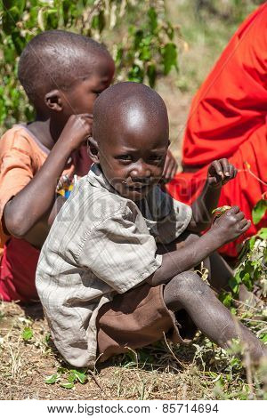 AMBOSELI, KENYA - Feb 12, 2010 Unidentified Massai children in Kenya, Feb 12, 2010.