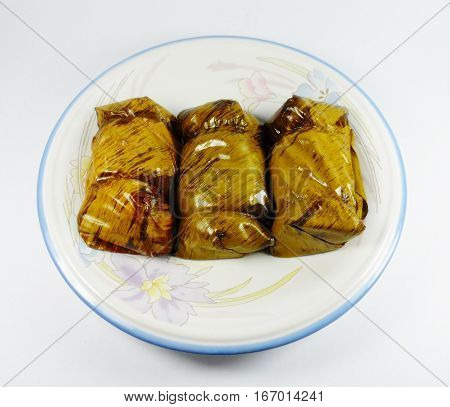 Porridge tie. Sticky rice wrapped in banana leaves, banana banana filling, steamed cooked food