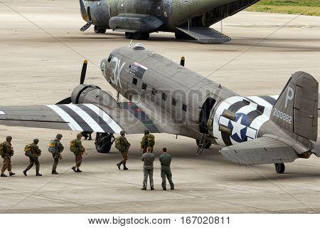 Paratroopers Dakota Dc-3