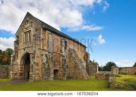 ruins of Cleeve Abbey,  medieval monastery located near the village of Washford in Somerset, England