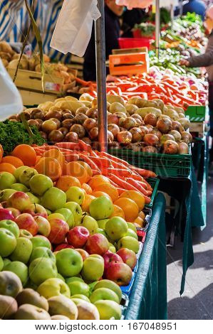 picture of a market stall of a vegetables market