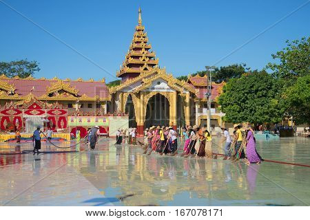 YANGON, MYANMAR - DECEMBER 18, 2016: Morning cleaning in the Pagoda thousands of officers (Bo Tahtaung pagoda)