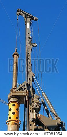 Diesel pile driver at a construction site. Powered by the combustion of diesel fuel in tsilinde during the fall of the hammer.