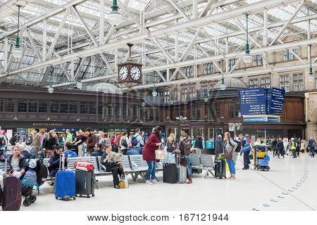 Glasgow, Scotland - 18 July 2016 : Passengers Waiting, Sitting, Walking Around Glasgow Central Train