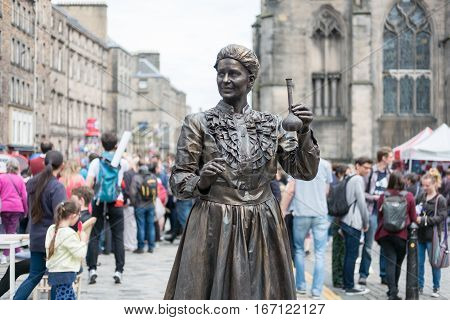 Edinburgh, Scotland - 23 August 2016 : Street Entertainer As Marie Curie At Royal Miles. In The Edin