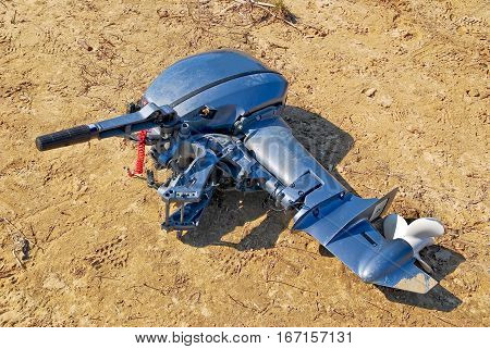 Removed the outboard motor lying on the sand