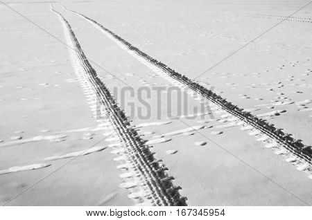 Foot print of tires in white snow surface