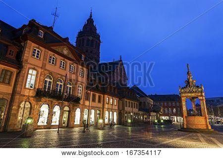 Mainzer Dom St.Martin and Market Well. Mainz Rhineland-Palatinate Germany.