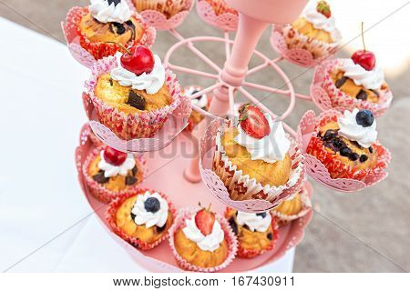 wedding cupcakes in iron baskets top vew