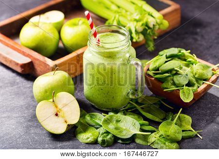 Green Juice Smoothie With Spinach, Apple And Celery