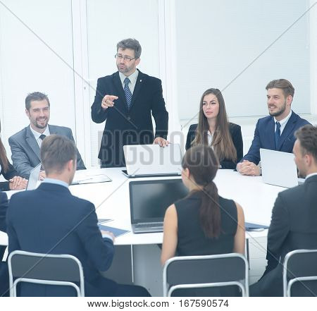 boss tells subordinates about issues at the business meeting