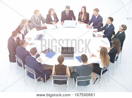 CFO and business team gathered at the round table, to summarize