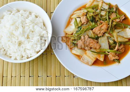 stir fried mixed vegetable and pork in sukiyaki sauce eat with plain rice