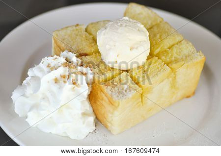 toast and ice cream or honey toast with whipped cream