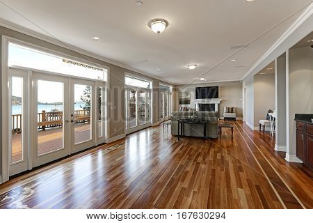 Luxury Spacious Family Room With Wall Of Glass Doors Facing The Lake.