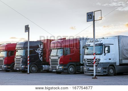 Scania & Mercedes Heavy Trucks With Trailers