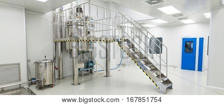 Plant Picture, Big Clean Room With Chrome Ladder